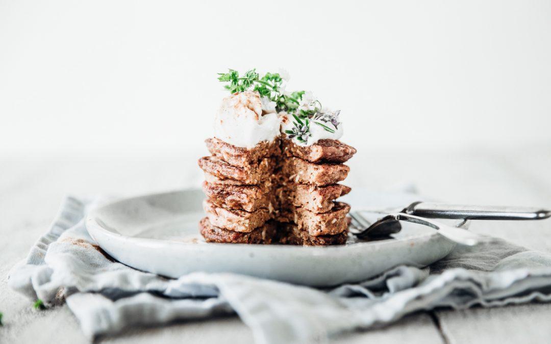 Carrot Cake Pancakes (Vegan)