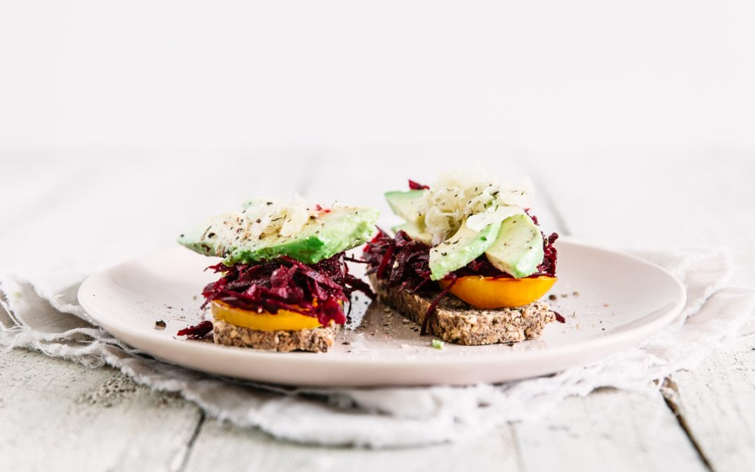 Avocado Kraut Toasts with Beetroot and Tomato